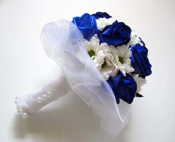 Букеты невесты в бело синем цвете